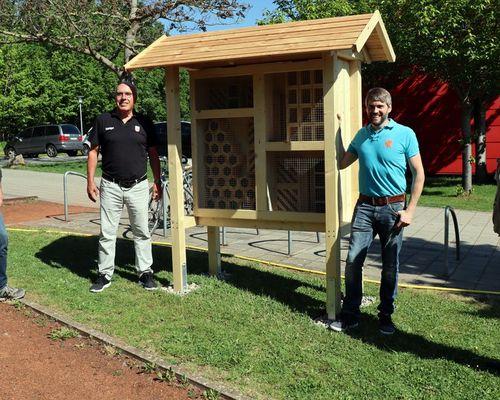 Neues Wildbienenhaus beim Sportpark 18-61